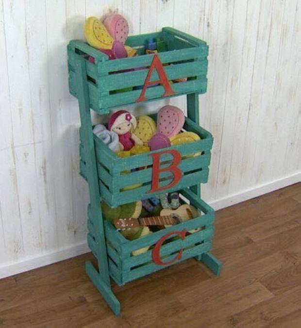 Ideas para reutilizar las cajas de frutas de madera como - Cajones guarda juguetes ...